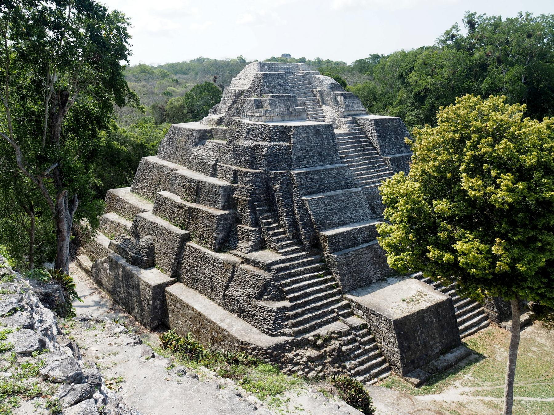 Schön restaurierter Tempel in Yaxha