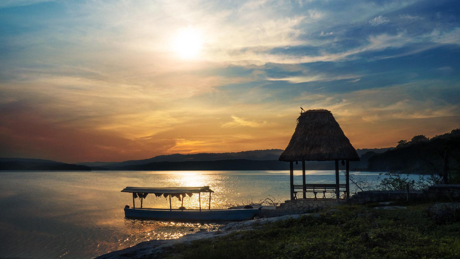Herrlicher Übernachtungsplatz am See bei den Ruinen Yaxha
