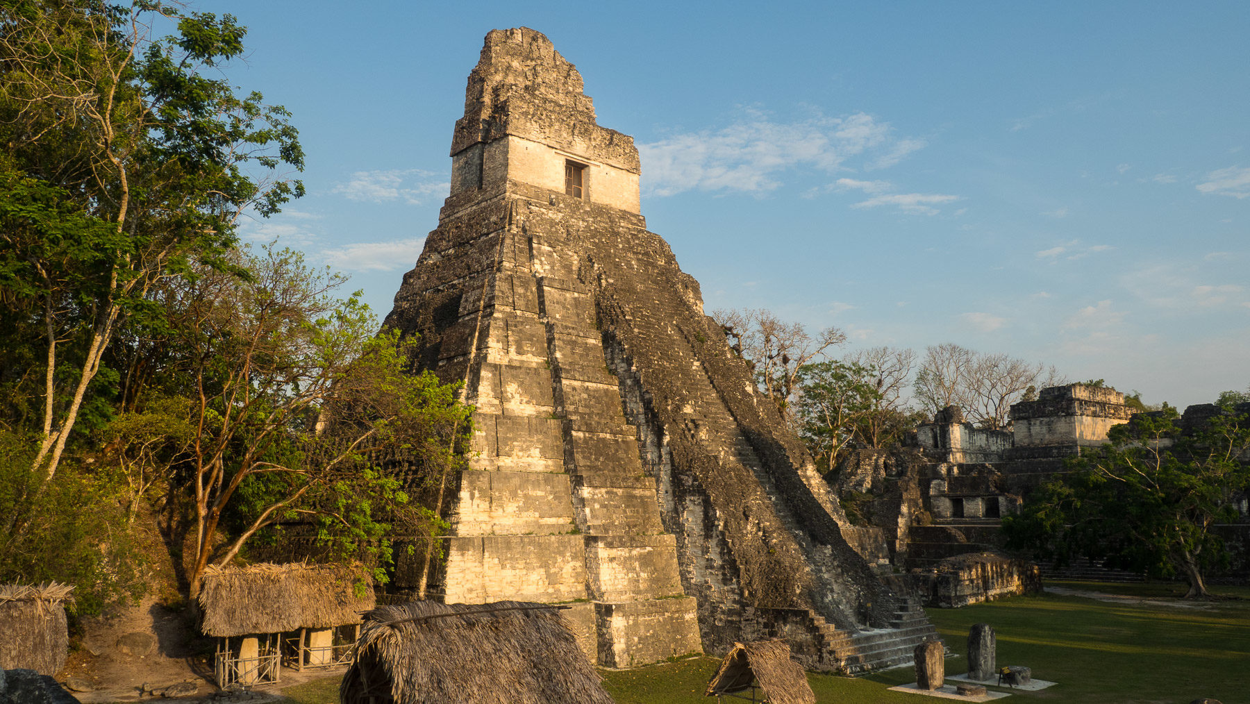 Grabmal in Tikal, auf dem Thron saß ursprünglich eine Statue