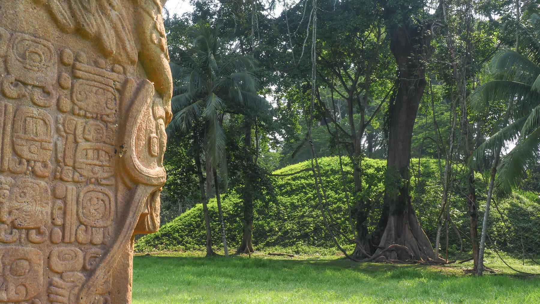 Stelen der Maya in Quirigua