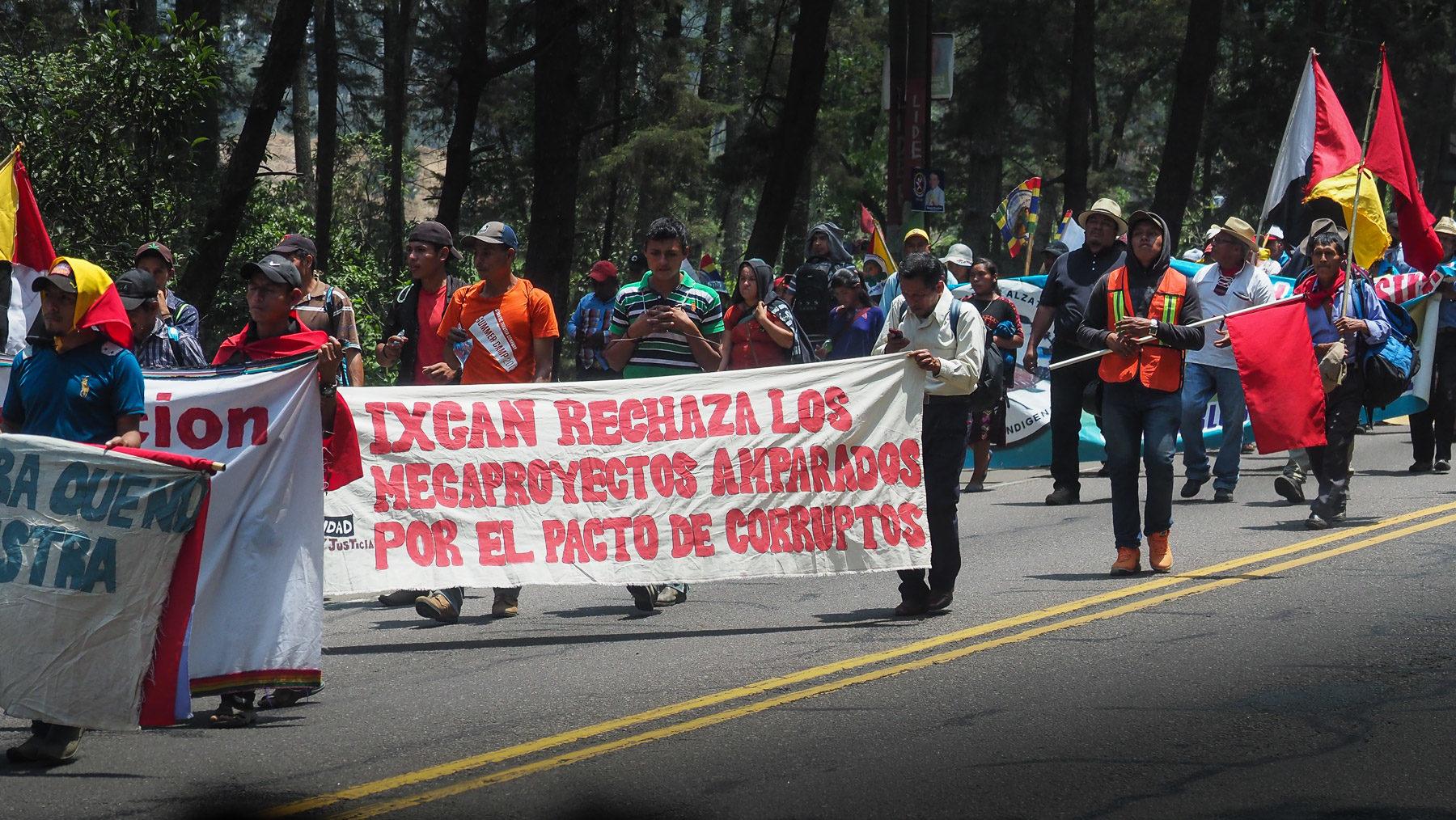 Eine der Demonstrationen gegen die Regierung, der wir begegnen
