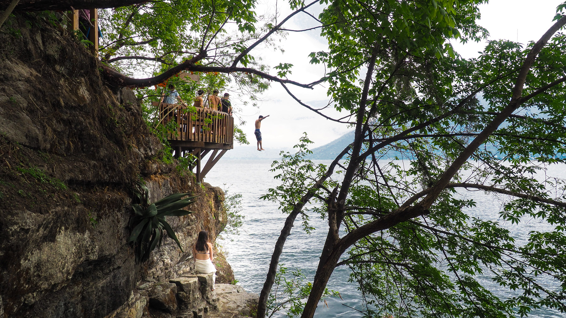 Berühmter Sprungfelsen am Lago Atitlan