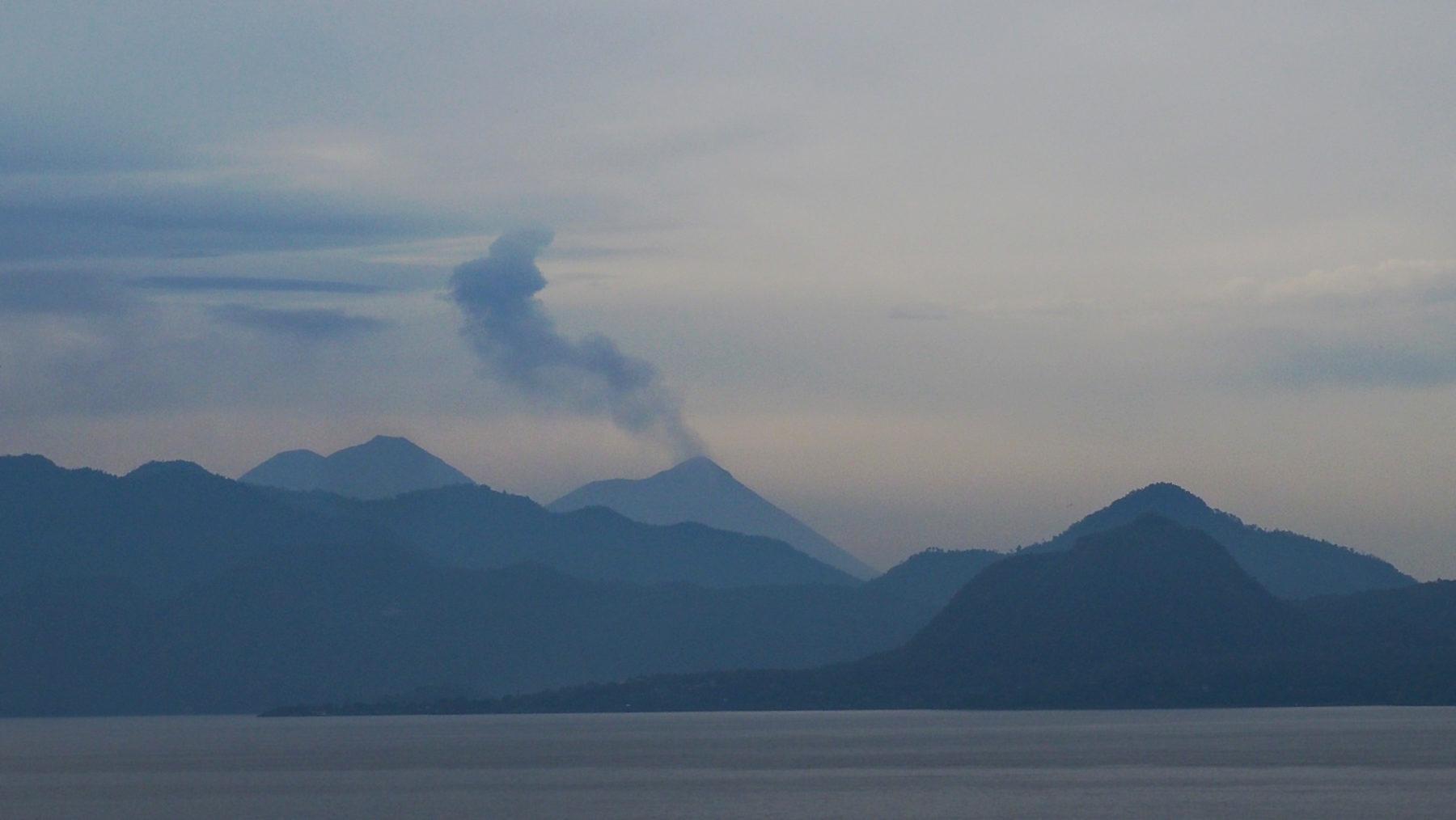 Vulkan El Fuego in der Ferne