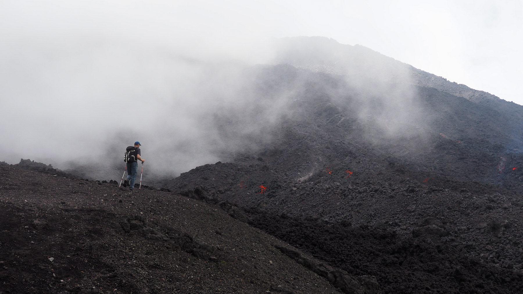Wir gehen bis zu den heißen Lavafeldern am Pacaya