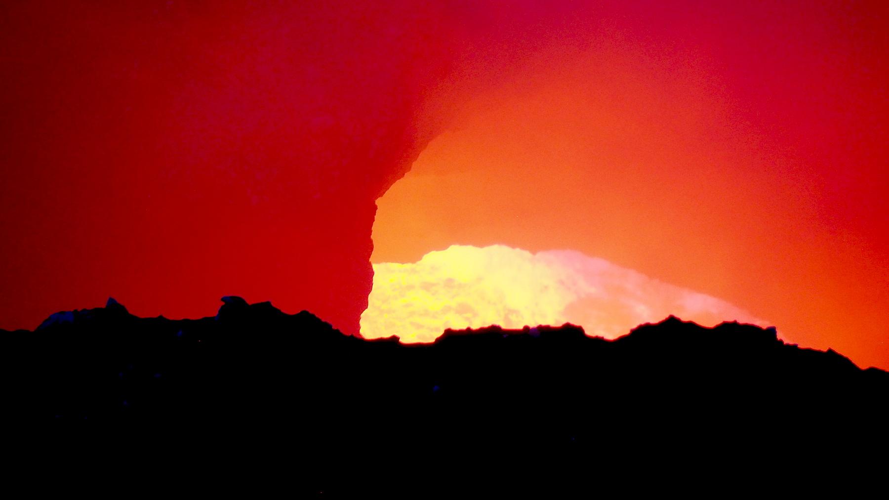 Brodelnde, kochende Lava