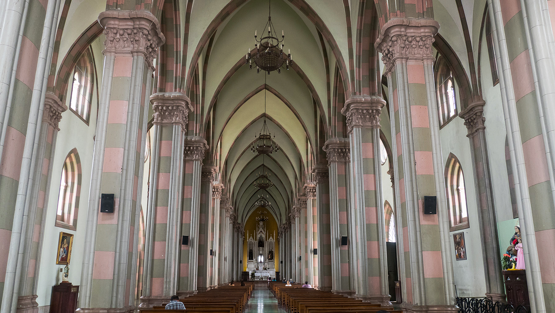 El Salvador: schöne harmonische Kathedrale in Santa Ana