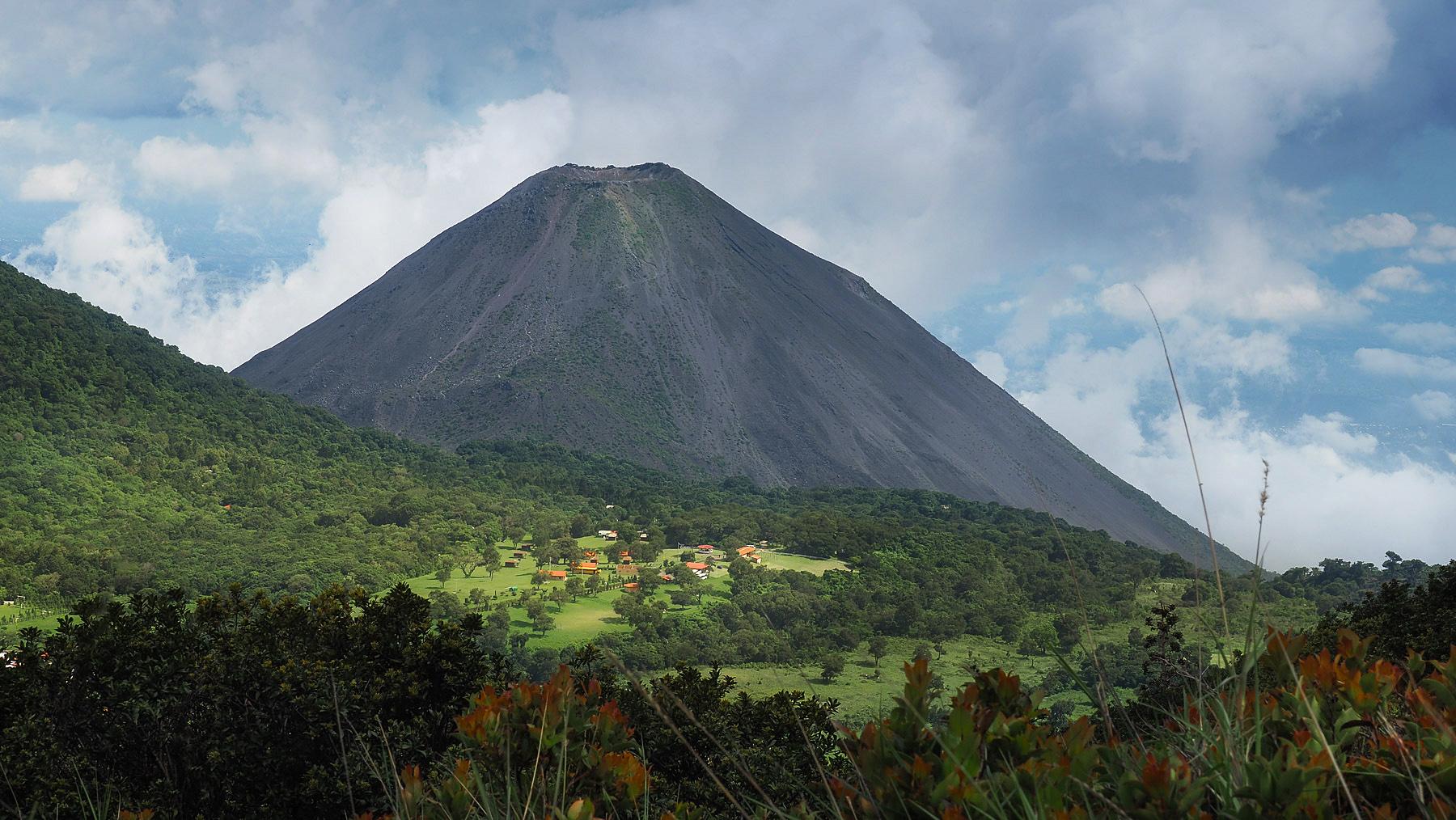 Toller Übernachtungsplatz auf dem Hochplateau des Vulkans Santa Ana