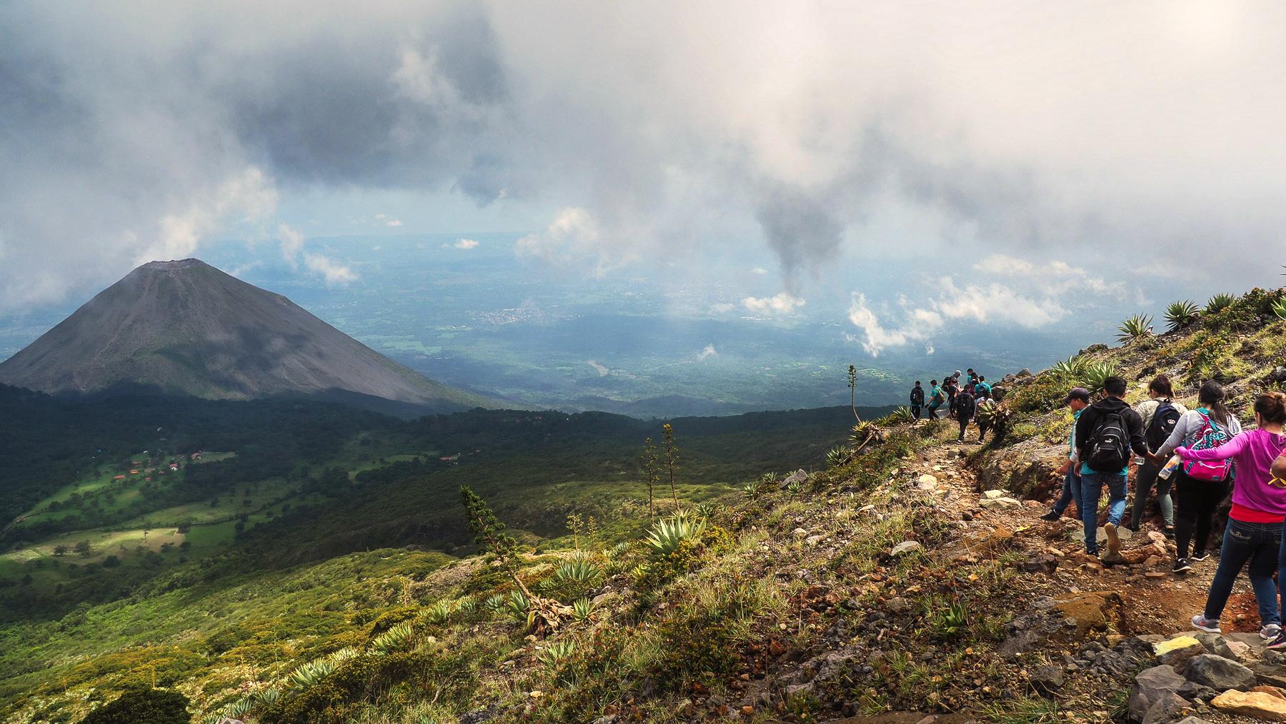 Wanderung auf den Vulkan in großer Gruppe