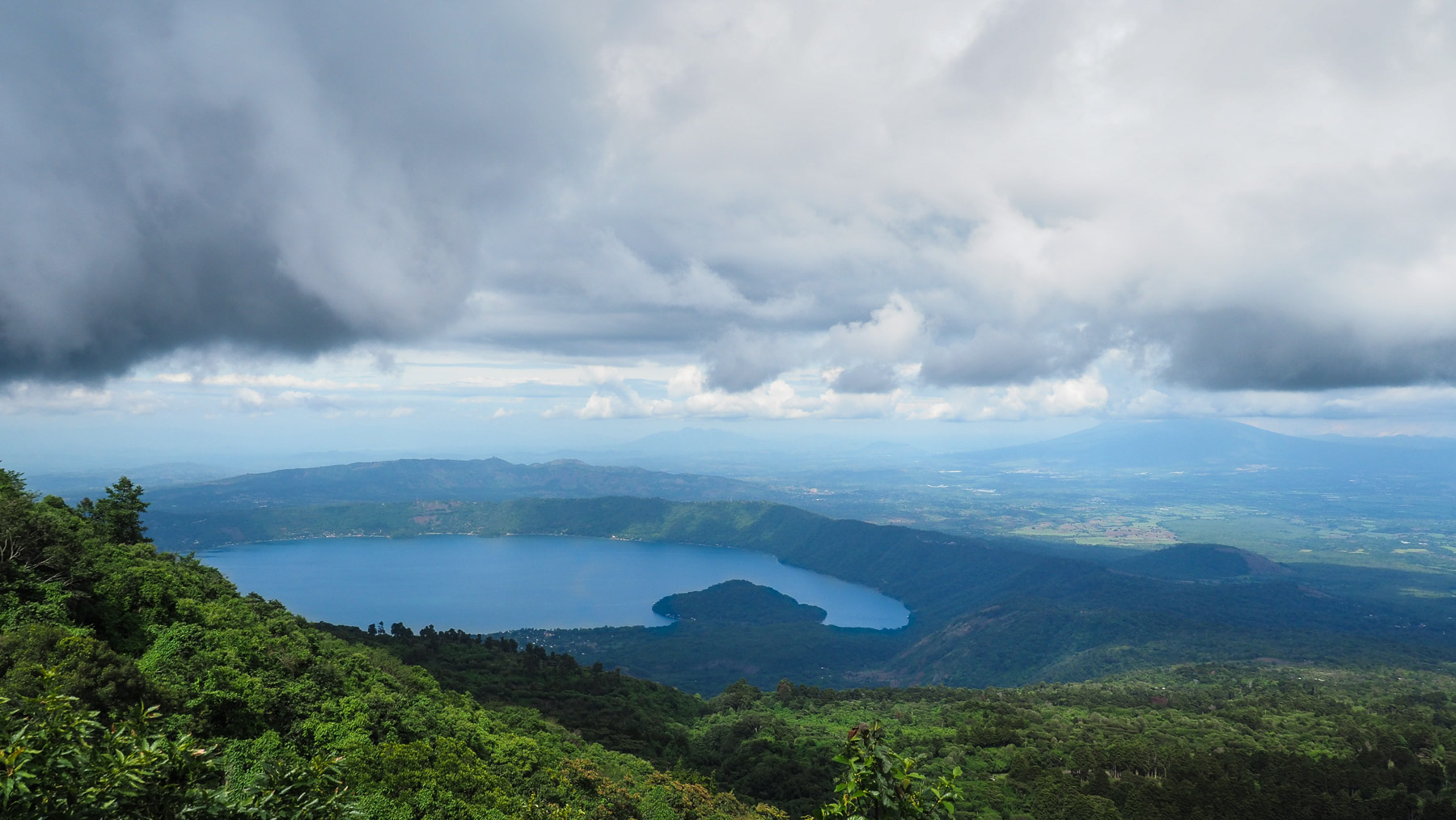 Lago Coatepeque in El Salvador, wunderschön im Hochland gelegen