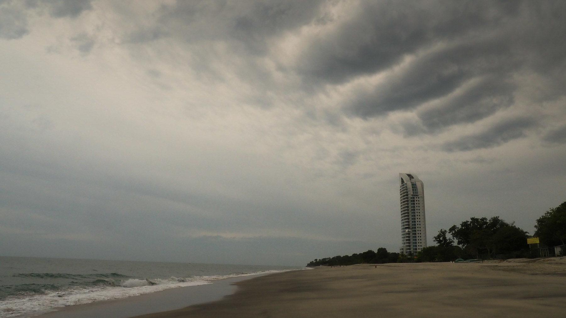 Düstere Stimmung. Der Himmel ist eigentlich immer bedeckt jetzt in der Regenzeit
