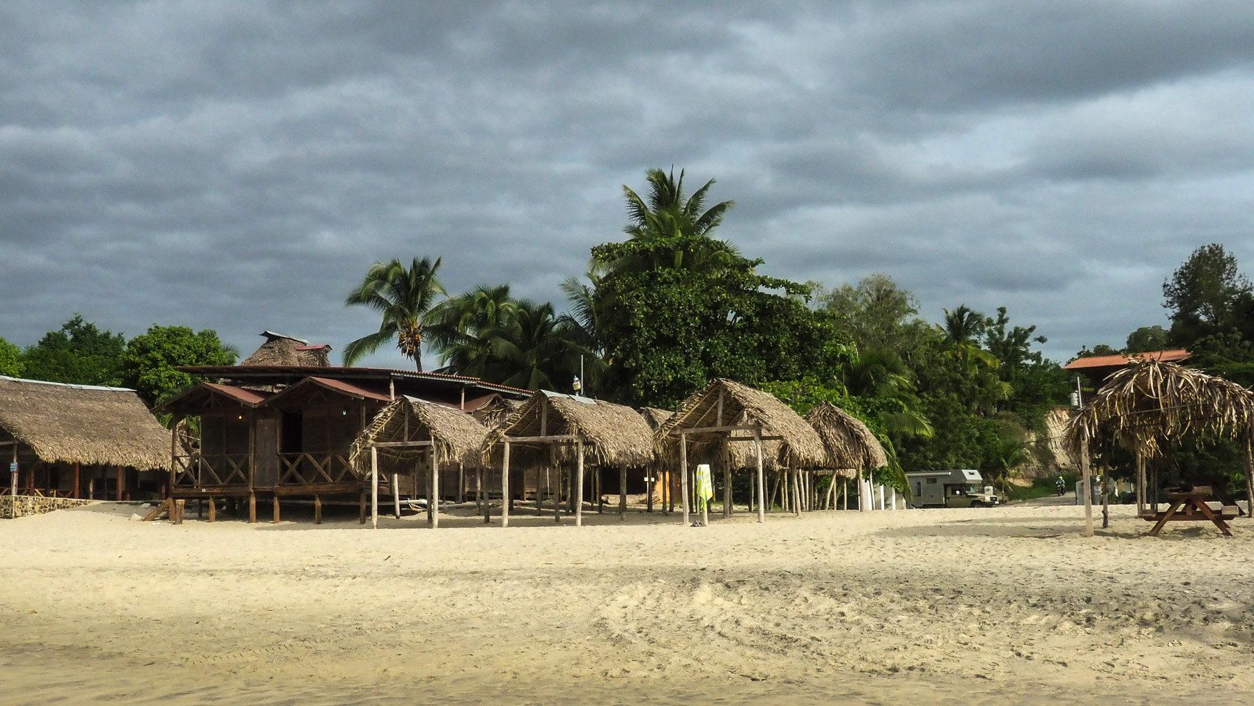 Hübsches Plätzchen direkt am Strand mit gutem Fischrestaurant