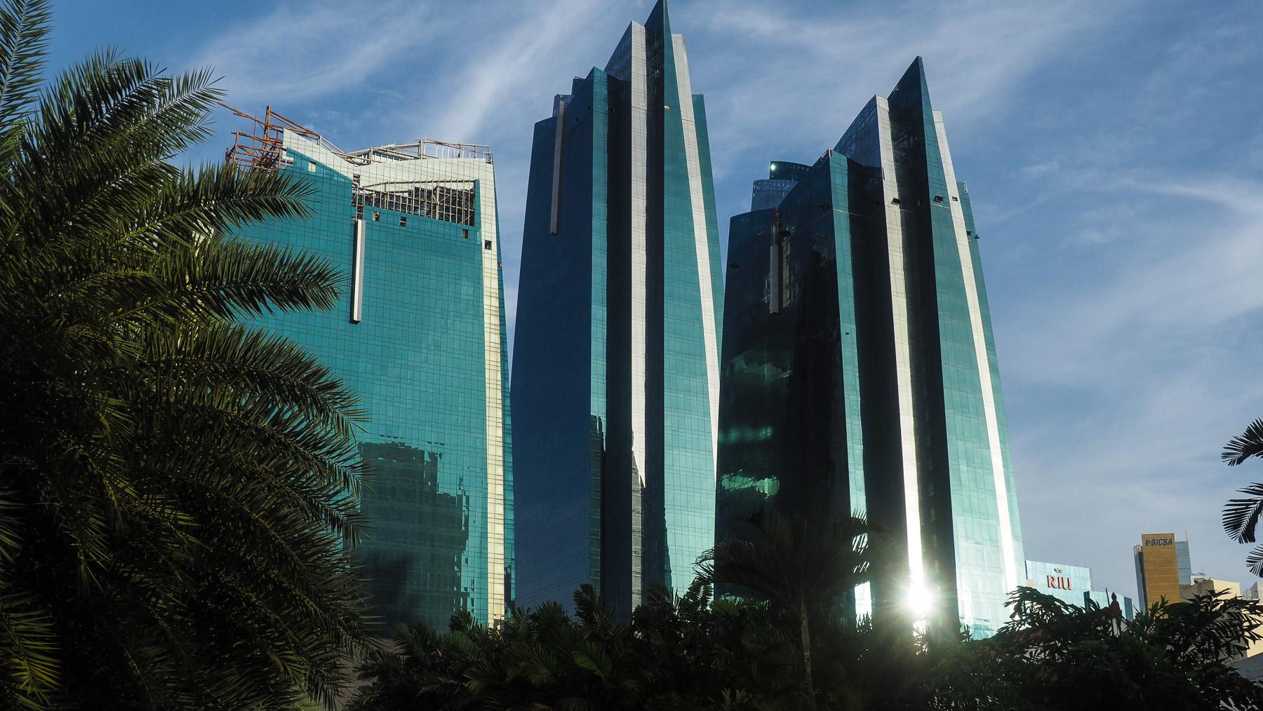 Die beeindruckende Skyline von Panama City mit 49 Wolkenkratzern