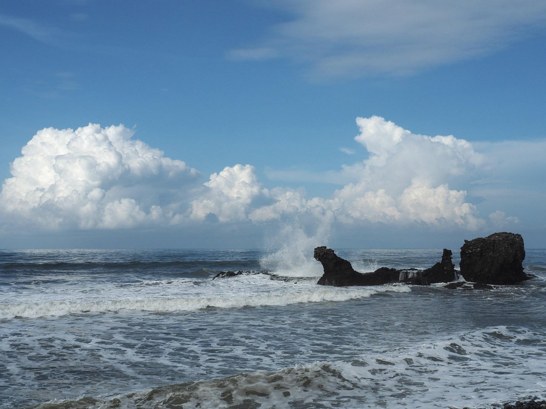 Kein einladendes Meer zum Baden in El Tunco