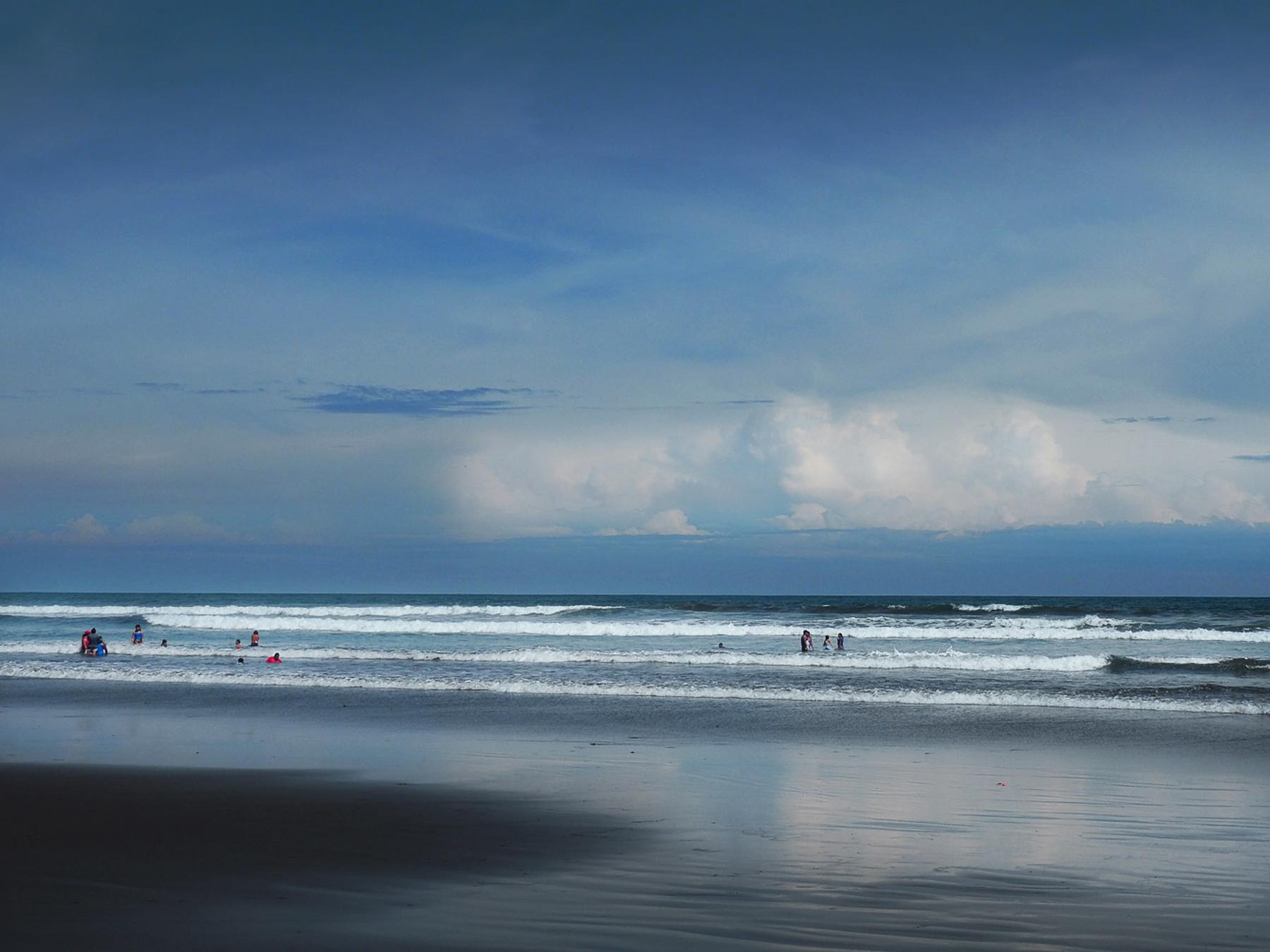 An Strand von El Cuco ist es besser  zum Baden