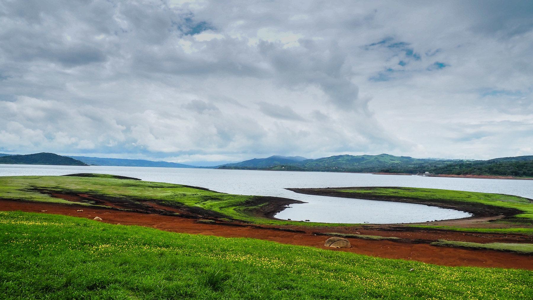 Der recht verlassen wirkende Lago Arenal