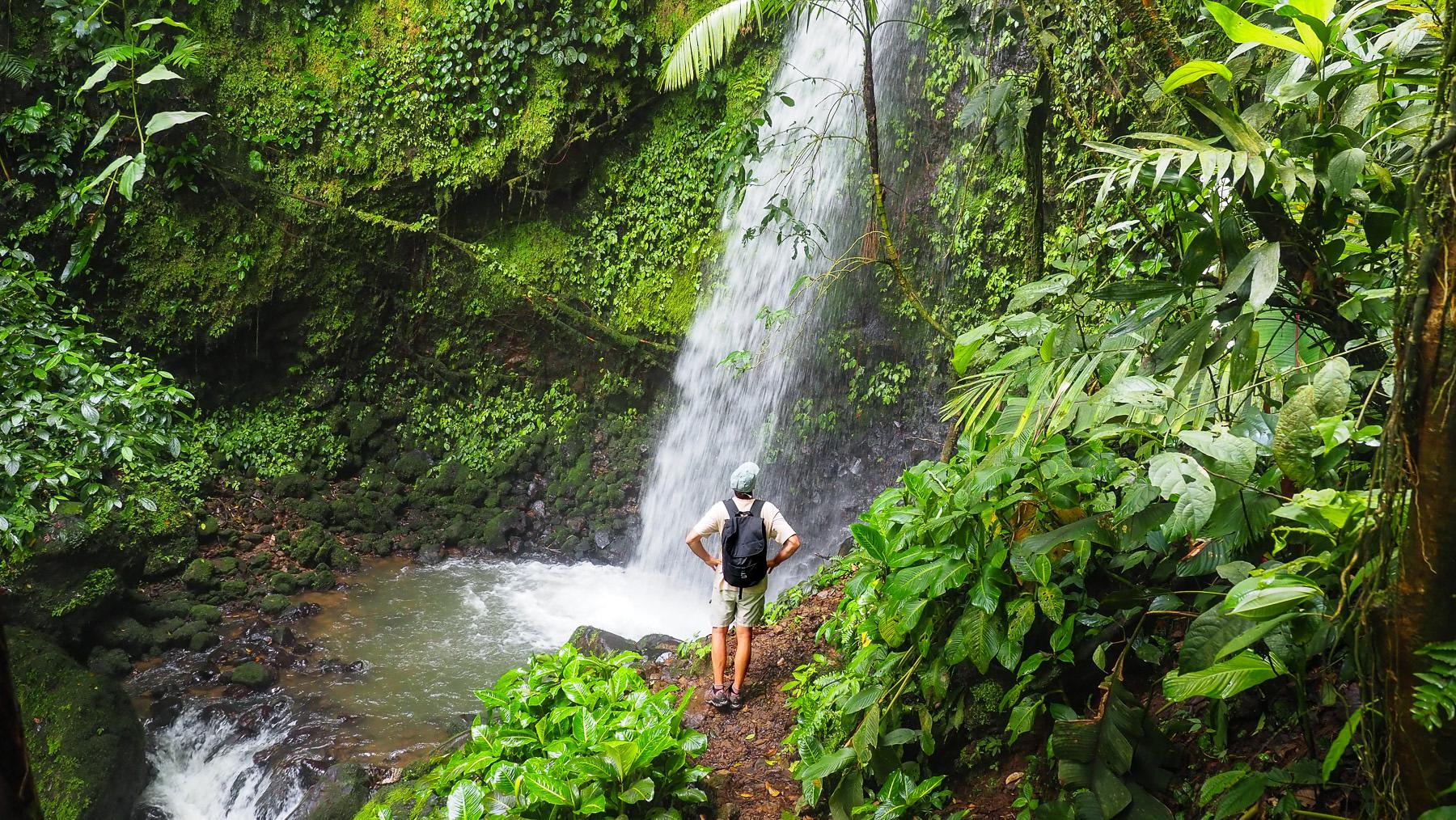 Wanderung zu den acht Wasserfällen in unberührter Natur