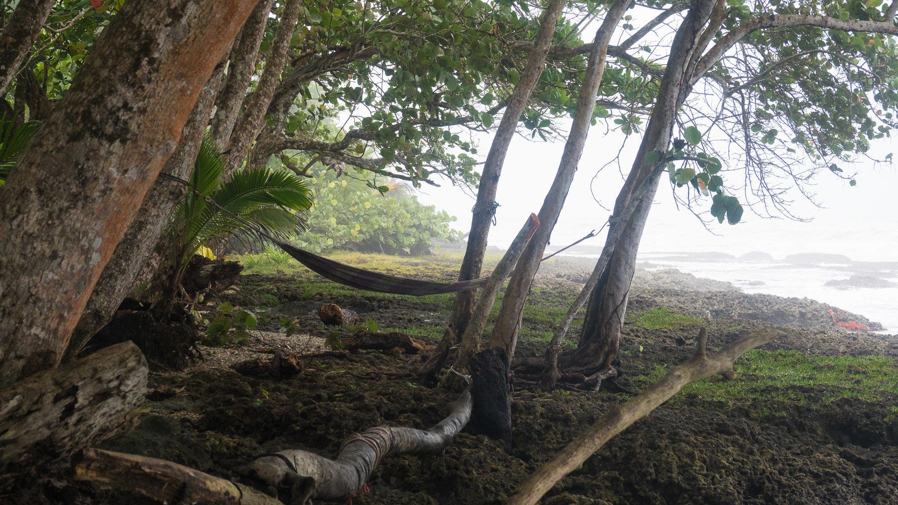 Karibikstrände in der Regenzeit, eher in schwarz-weiß als in grün-blau