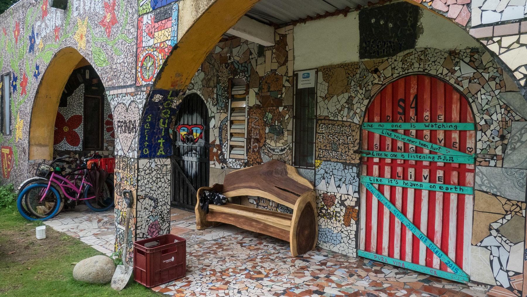 Das Rocking Js-Hostel in Puerto Viejo ist ein einziges Kunstwerk