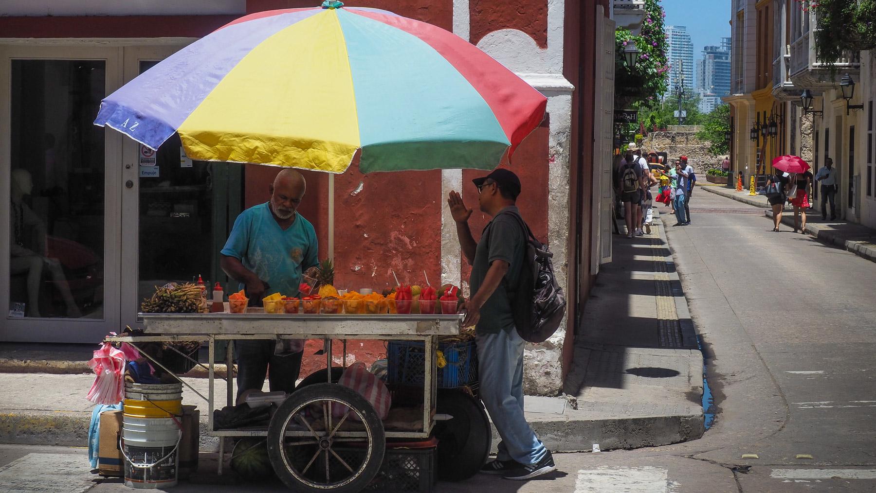 Und immer wieder Obstverkäufer – sehr leckere Mangos, Melonen, Papayas, etc.