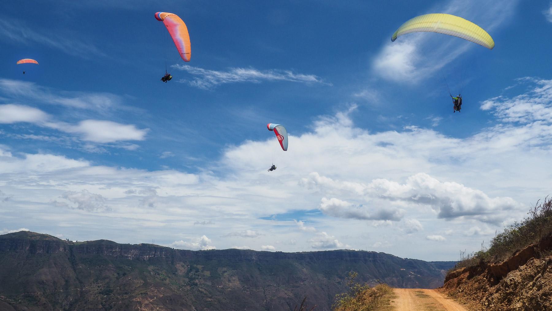 Beliebtes Revier der Gleitschirmflieger - sie nutzen die Aufwinde aus dem Chicamocha Canyon