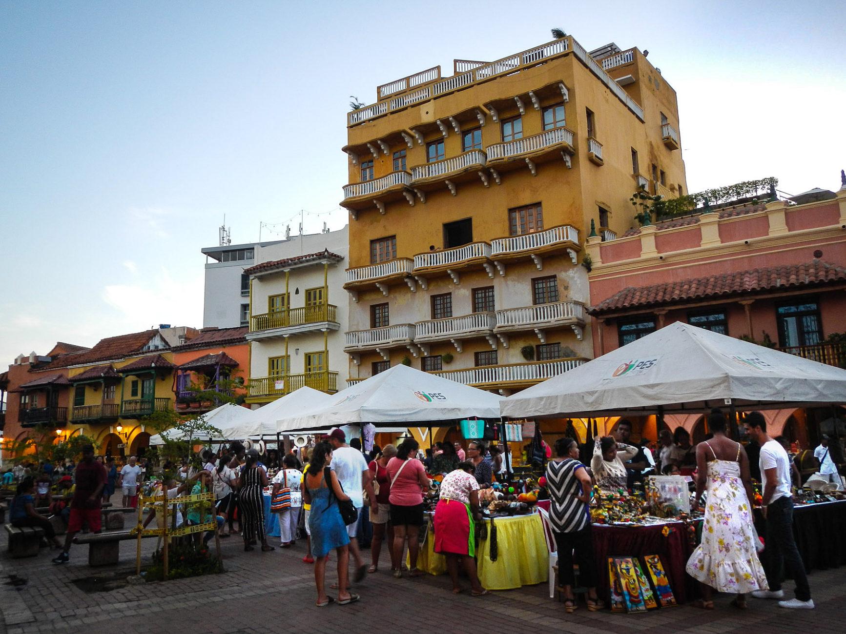 Marktstände an einem Feiertag