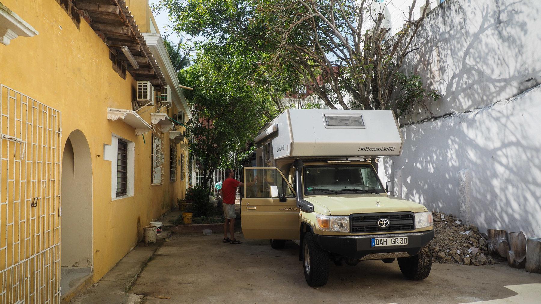 Nach insgesamt vier Wochen in Hotelzimmern sind wir froh in Richtung Berge und frischer Luft aufbrechen zu können