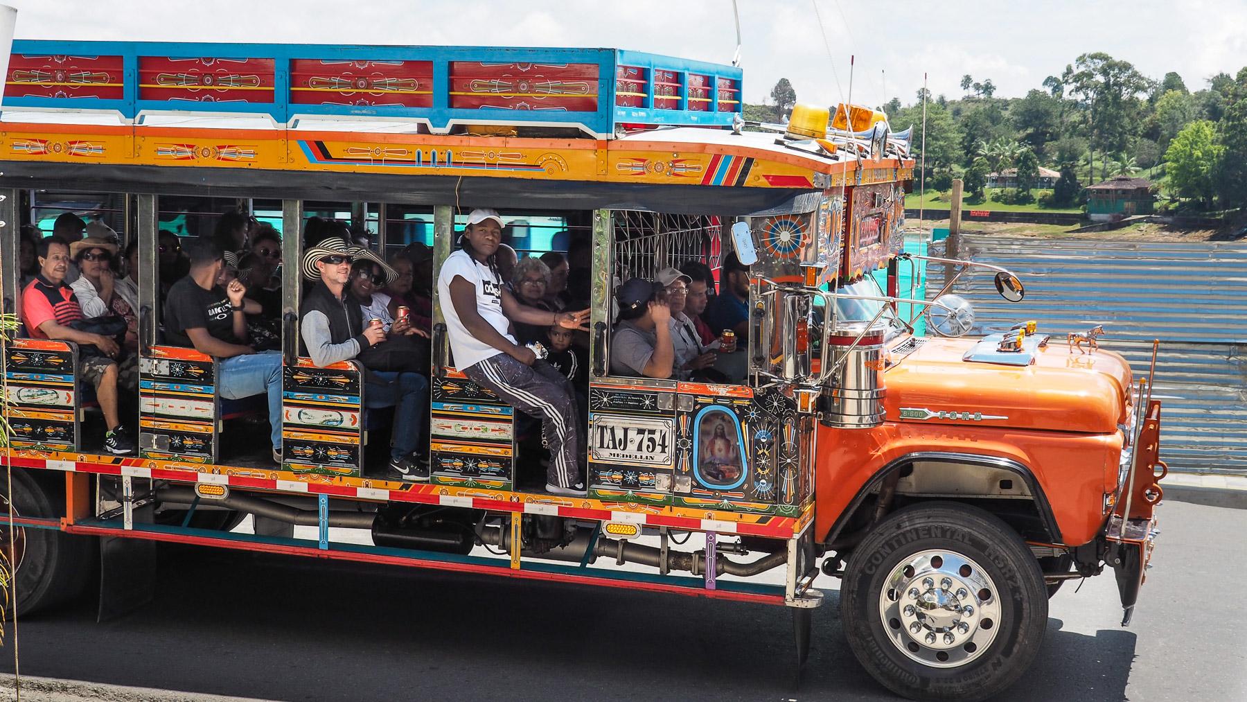 Liebevoll bemalter Linien-Bus