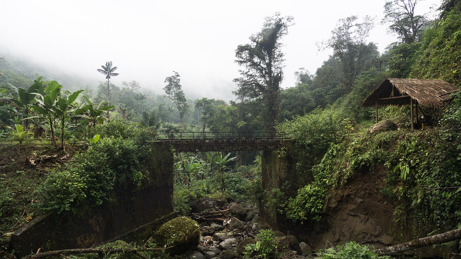 Über diese marode Eisenbahnbrücke sind wir zum Glück nicht mehr gefahren