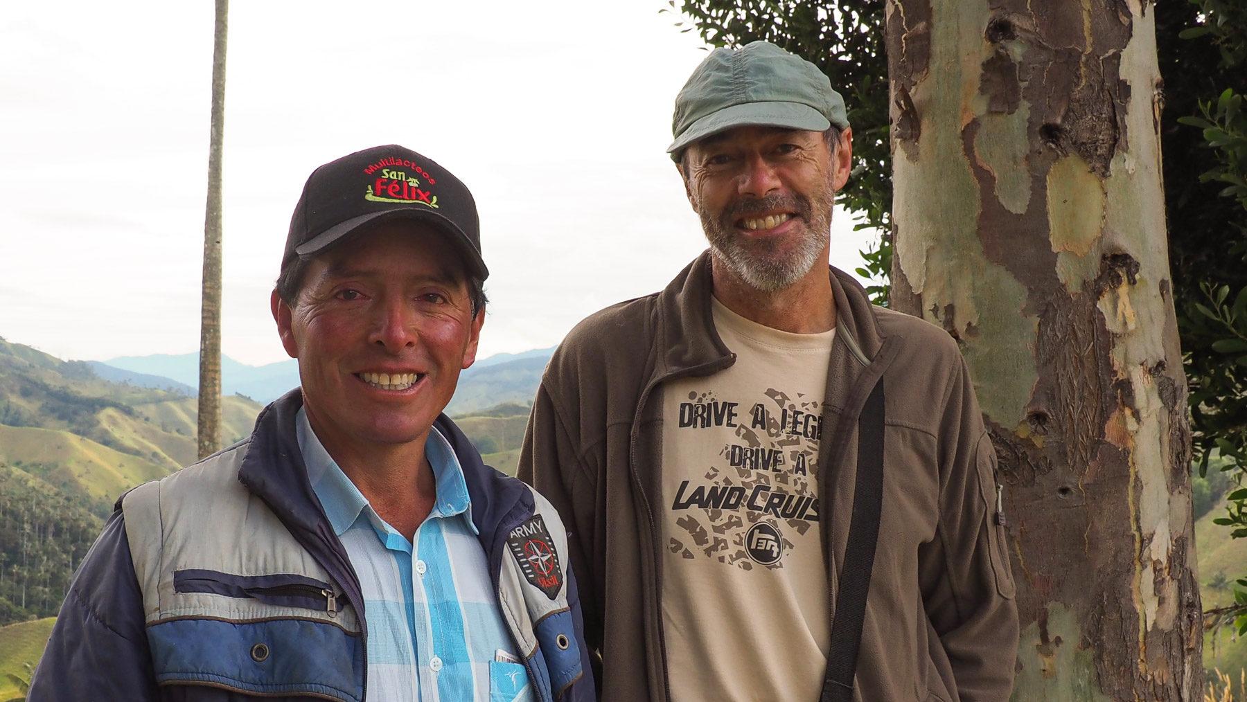 Der Bauer Luis führt uns stolz durch sein Weideland mit Wachspalmen
