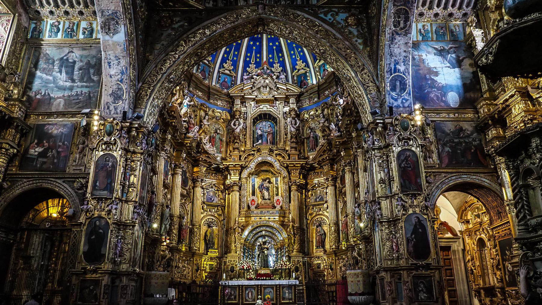 Das ist noch nicht einmal die prunkvollste Kirche. Die mit dem meisten Gold darf man nicht photographieren