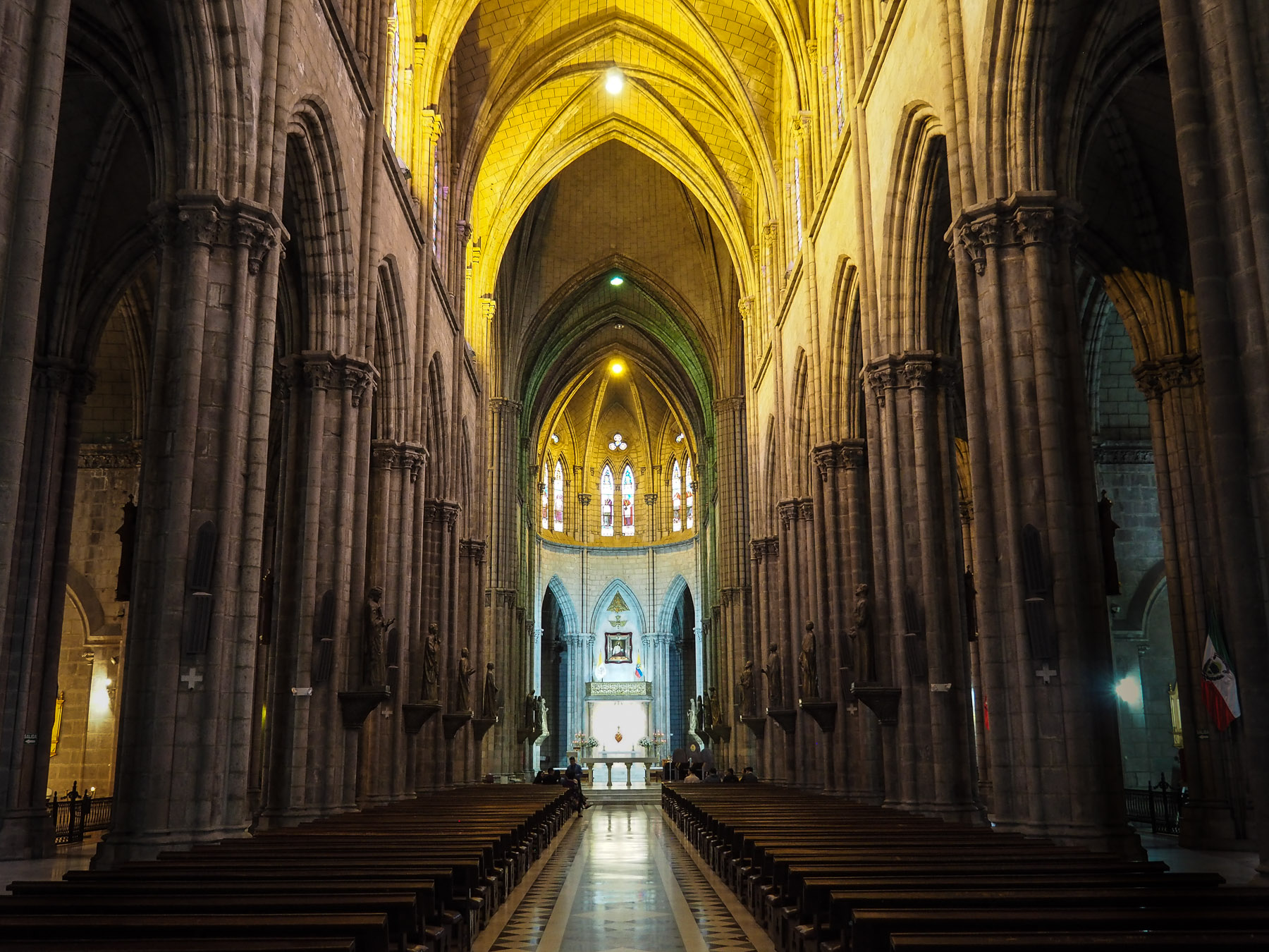 Die neugotische Basilika ist riesig