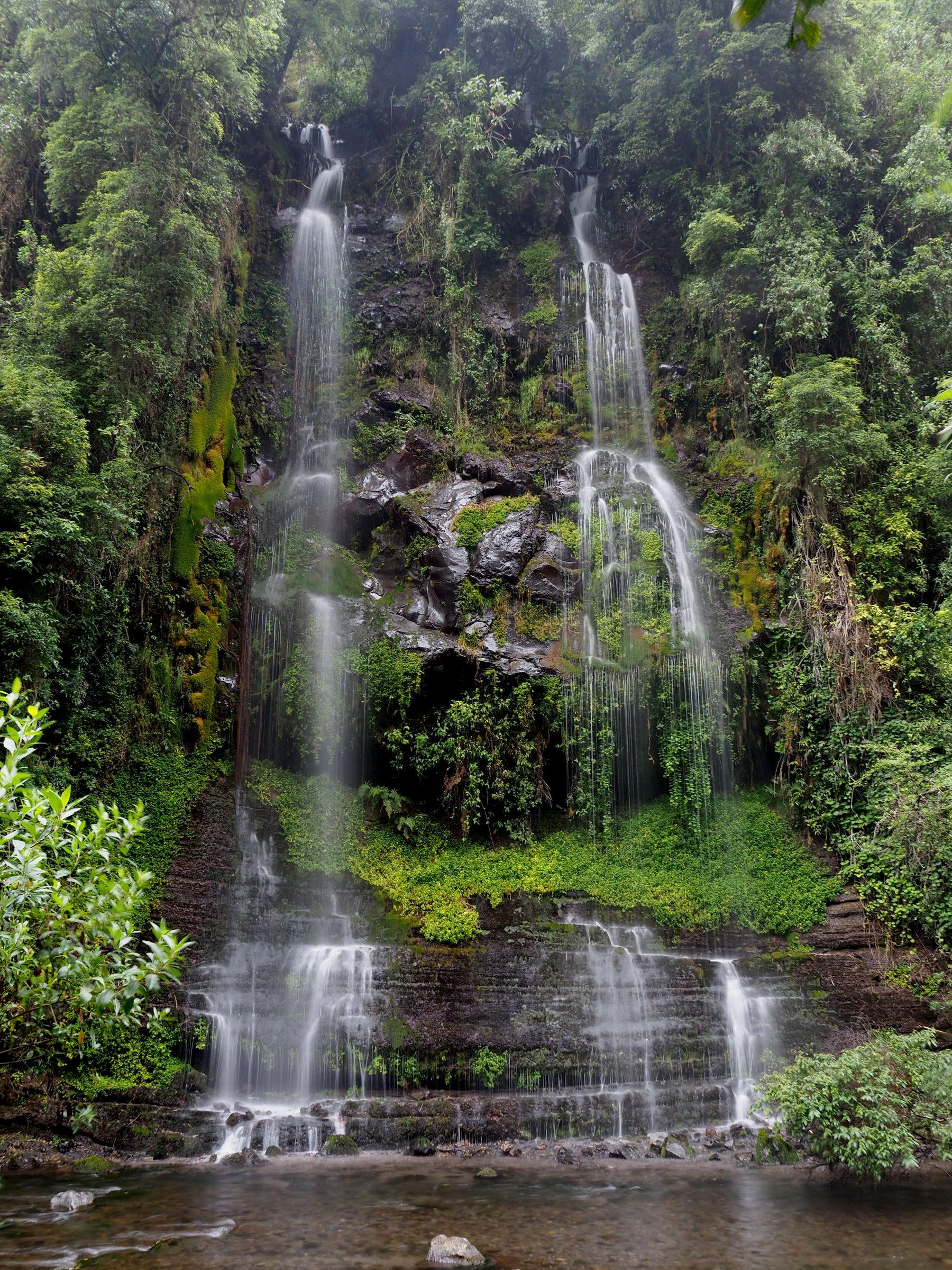 Mehrere Wasserfälle auf dem Wanderweg