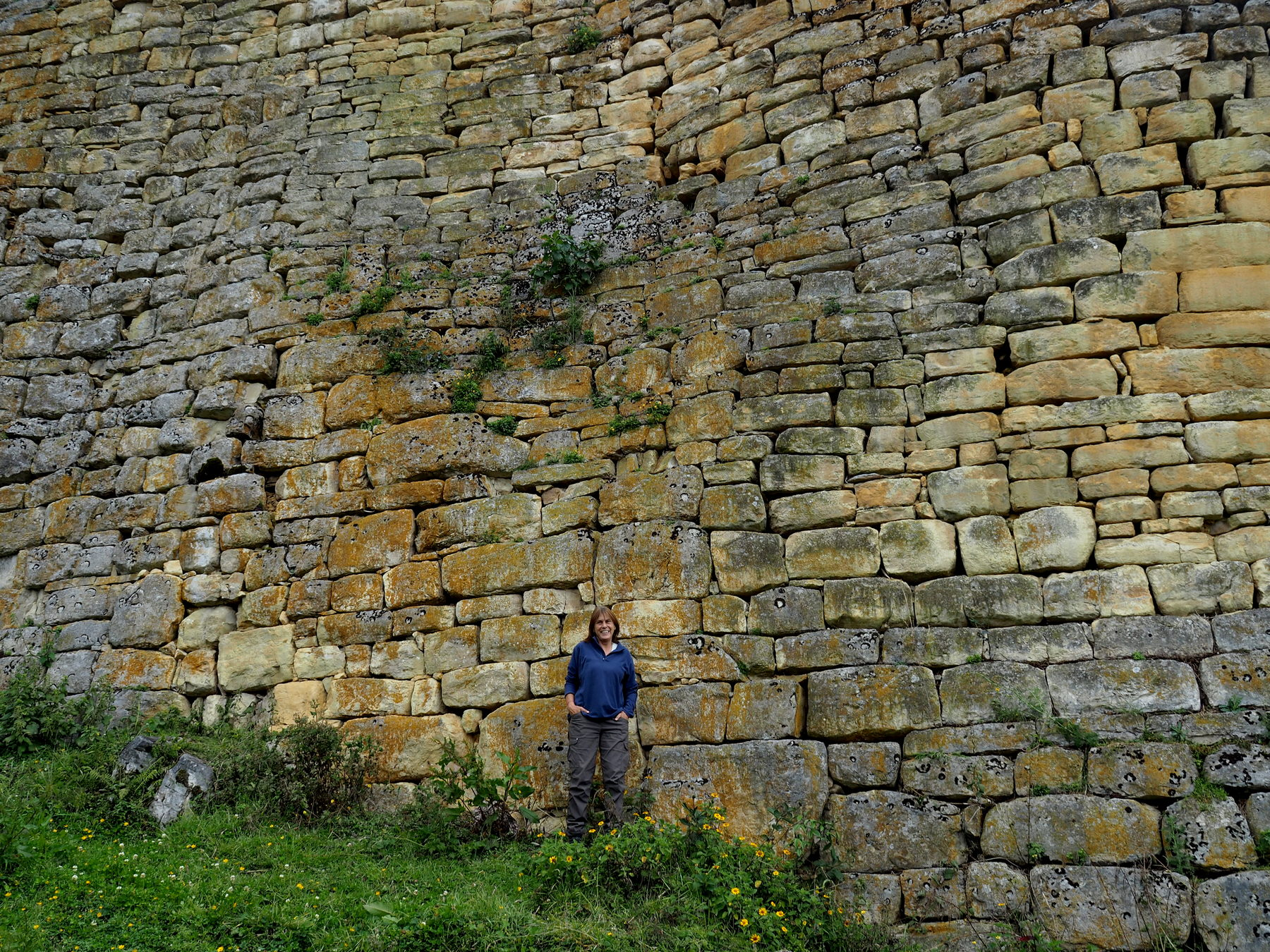 Eindrucksvolle Außenmauer in Kuelap