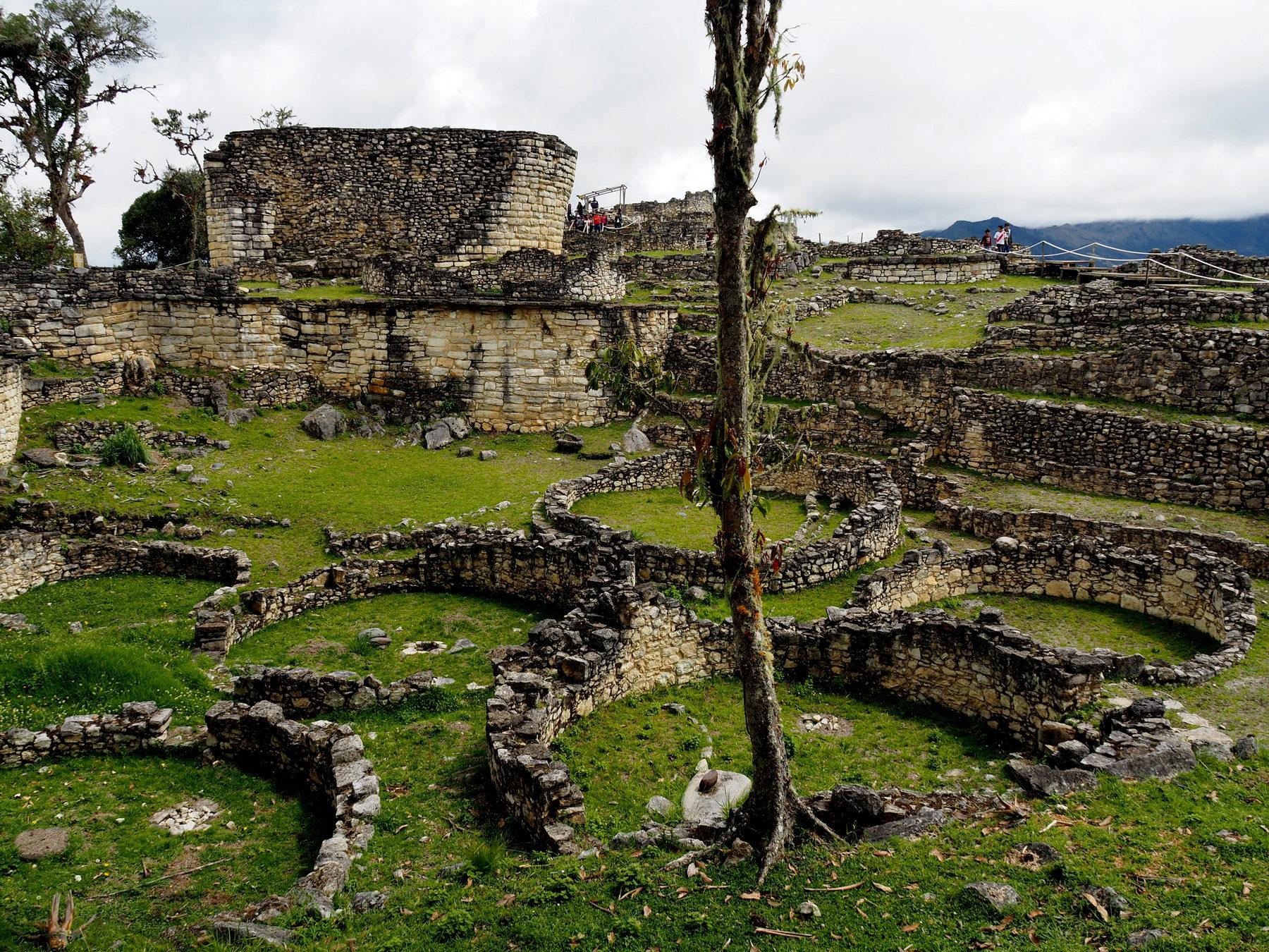 Das Plateau war bedeckt mit meist runden Gebäuden