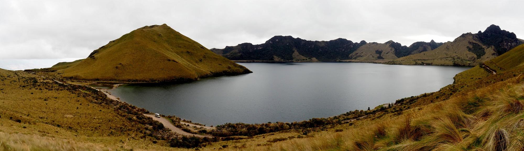 Die Mojanda-Lagoon in karger Landschaft