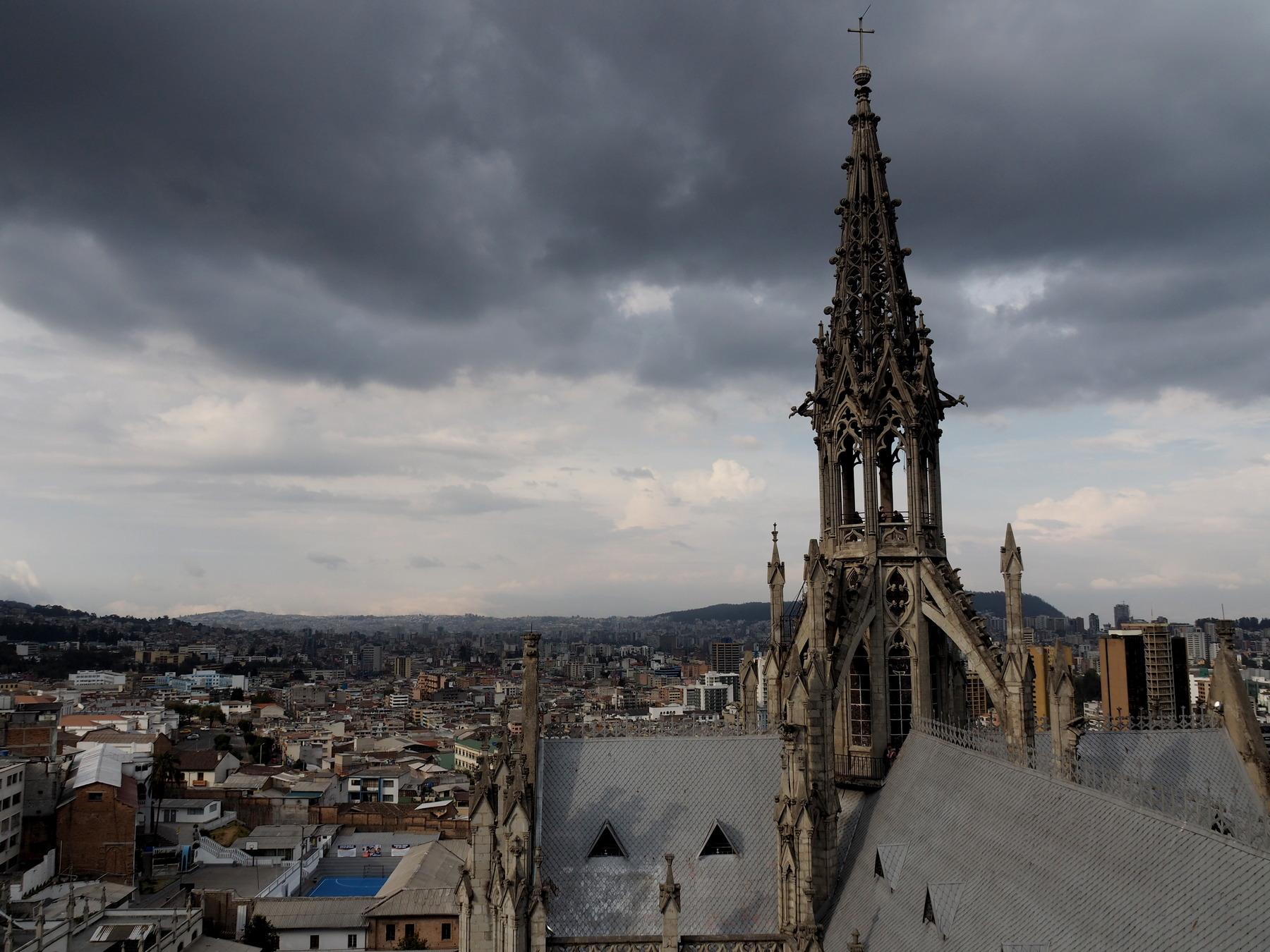 Blick über Quito von oben