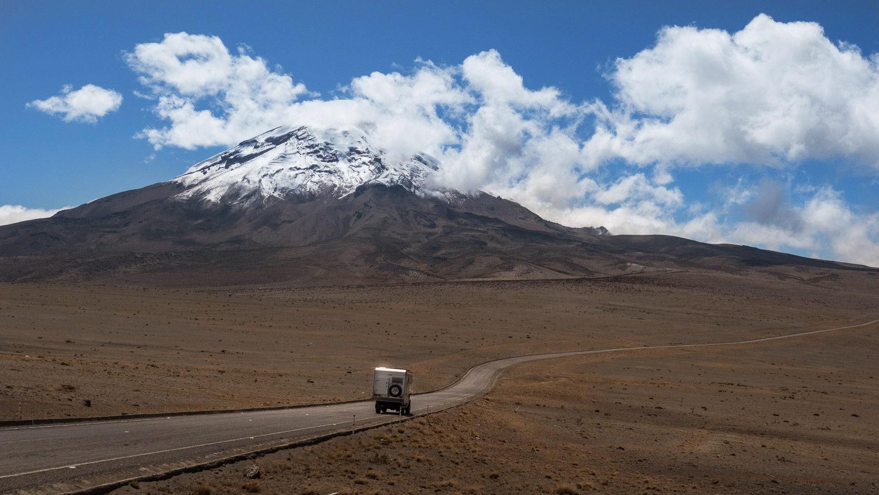 Der Chimborazo taucht vor uns auf