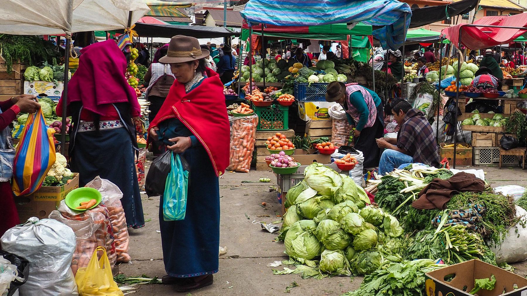Farbenprächtiger Markt in Guamote