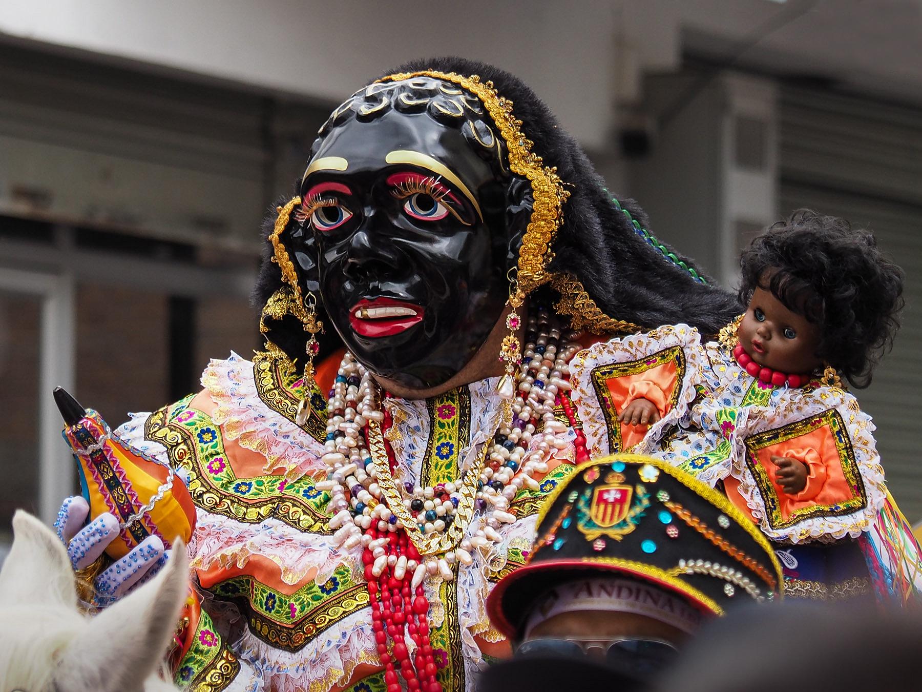 Hier ist sie! Die Mama Negra. Wird immer von einem Mann gespielt.