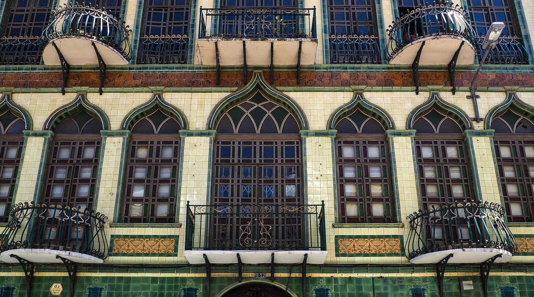 Fassaden in Cuenca, mit französischer Einfluss