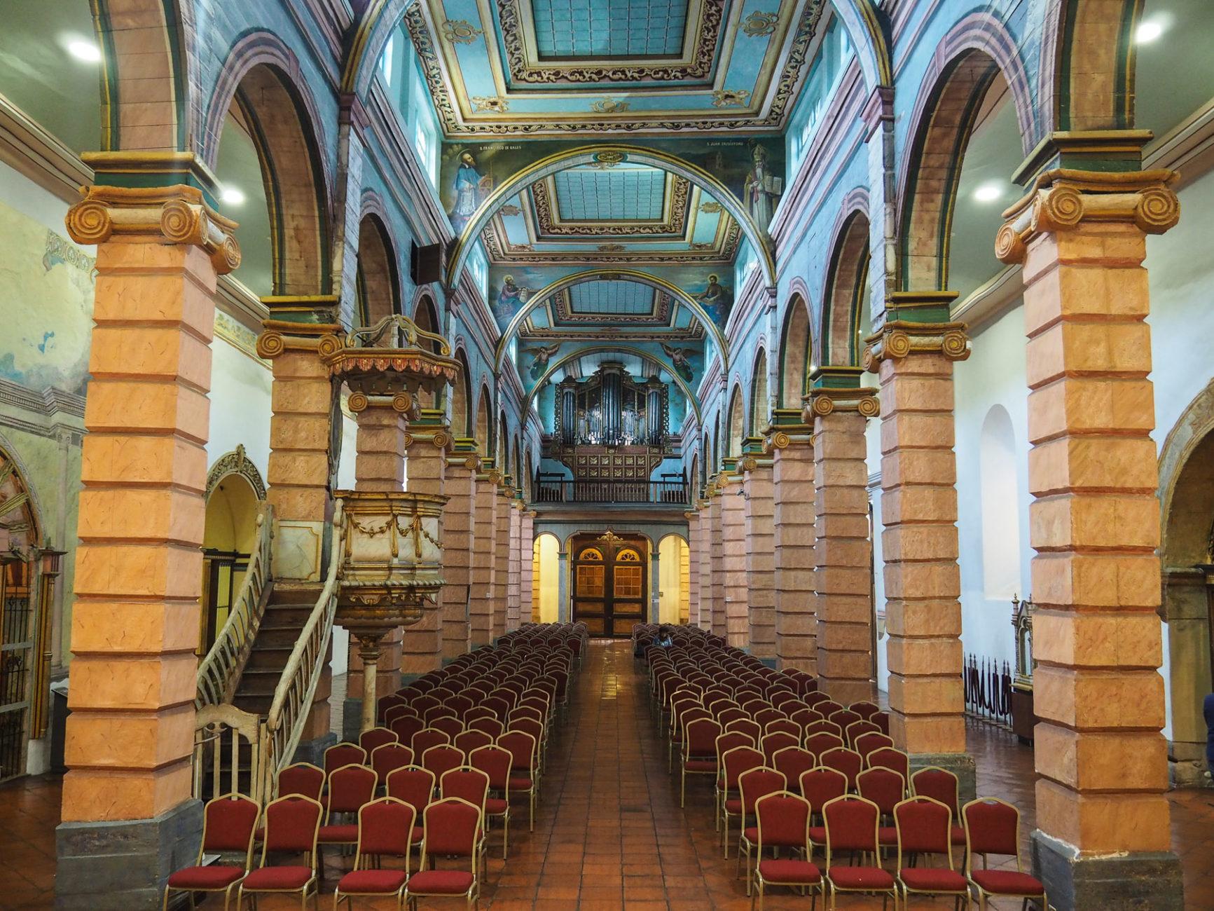 Der Innenraum der alten Kathedrale