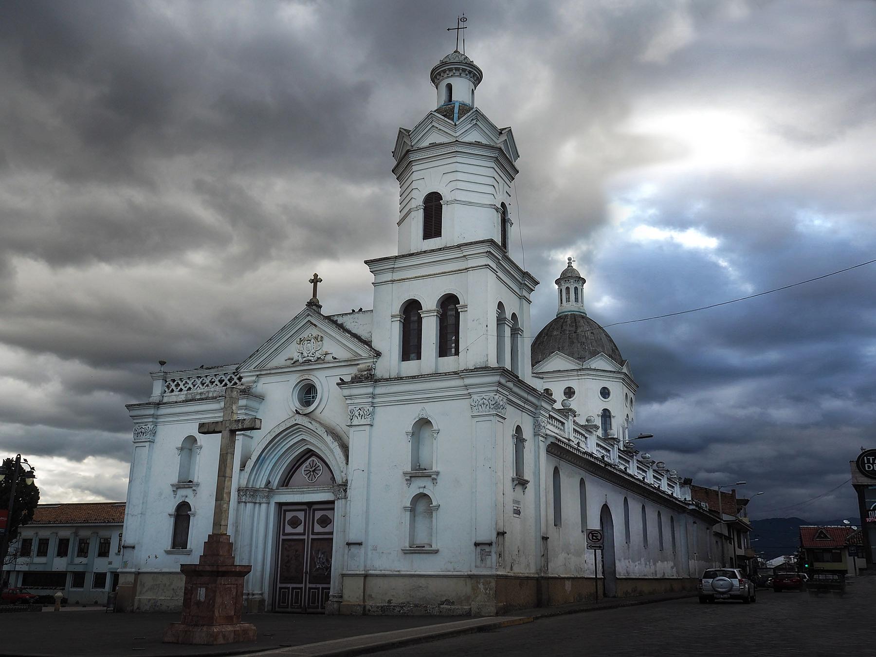 Gewitterstimmung über der alten Kathedrale