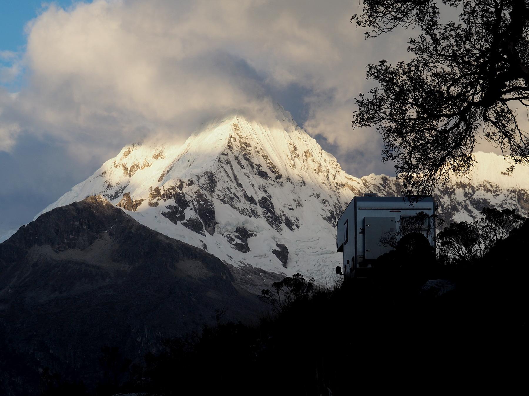 Übernachtungsplatz in alpiner Landschaft