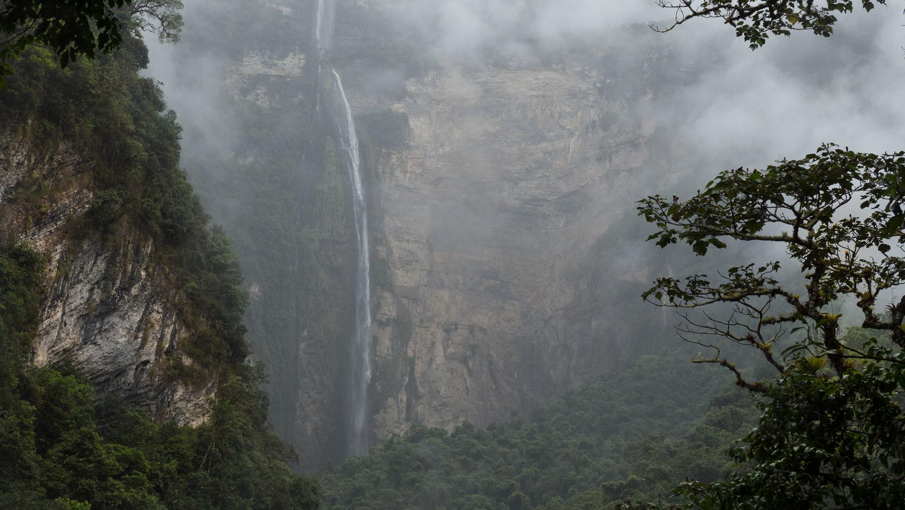 Schöne Wanderung zum Gocta Wasserfall durch dichten Regenwald