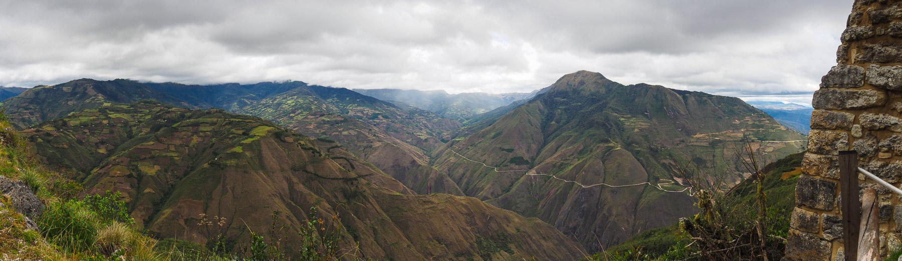 Noch heute sind die Felder der Menschen hier hoch oben auf den Berghängen.