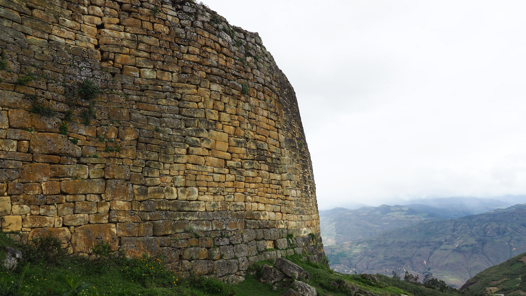 Hier wurden soviele Steine verbaut wie dreimal das Volumen der Cheops-Pyramide in Ägypten !!