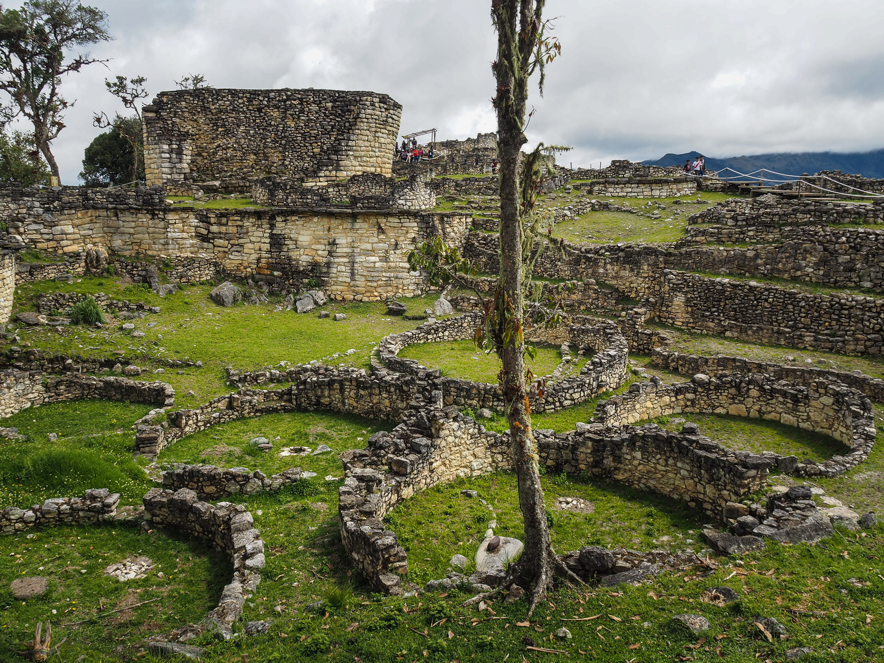 Die Plattform war bedeckt mit ca.300 runden Häusern  - ein richtiges Asterix Dorf