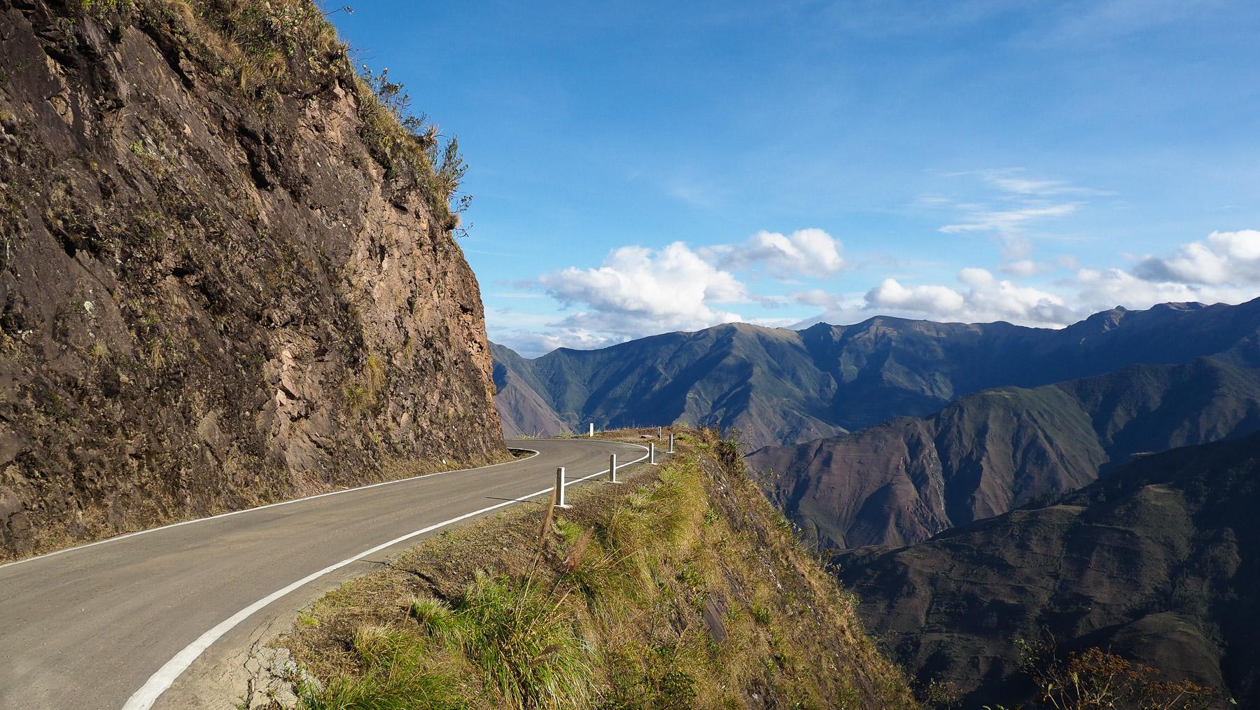 Abenteuerliche Fahrt entlang gruseliger Abgründe