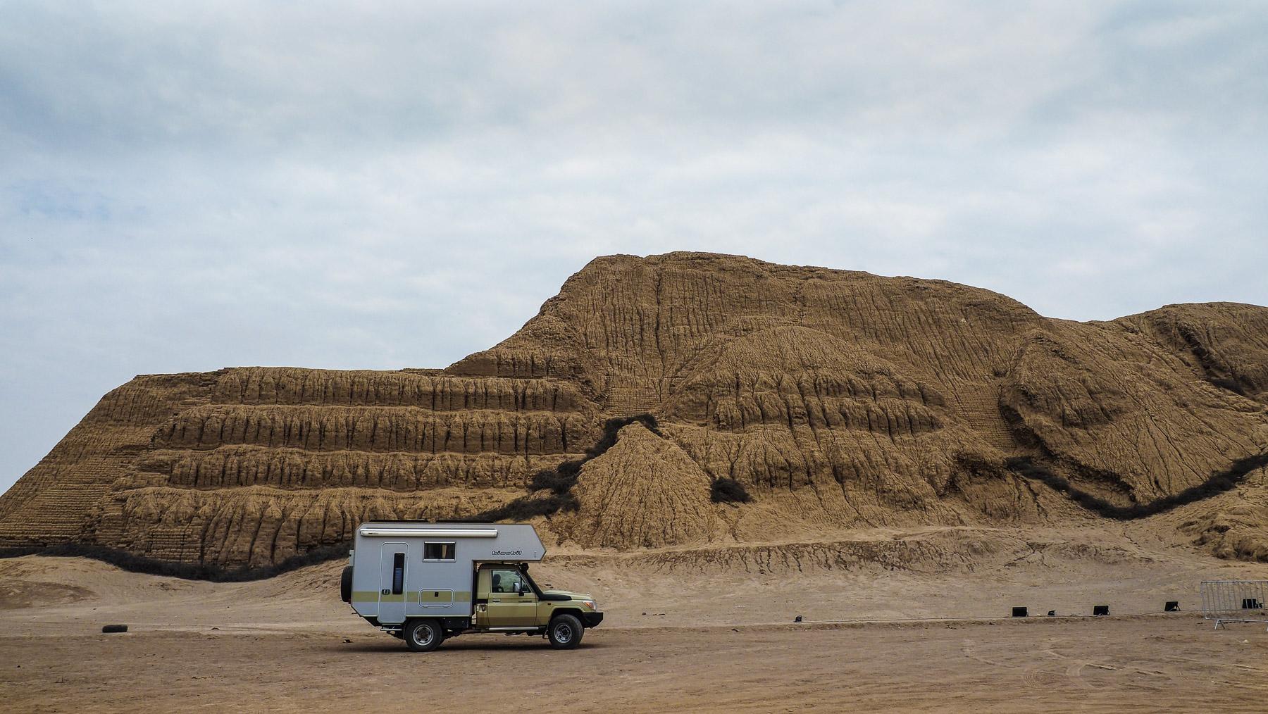 Adobe-Pyramide Huaca del Sol -  Moche Kultur bei Trujillo