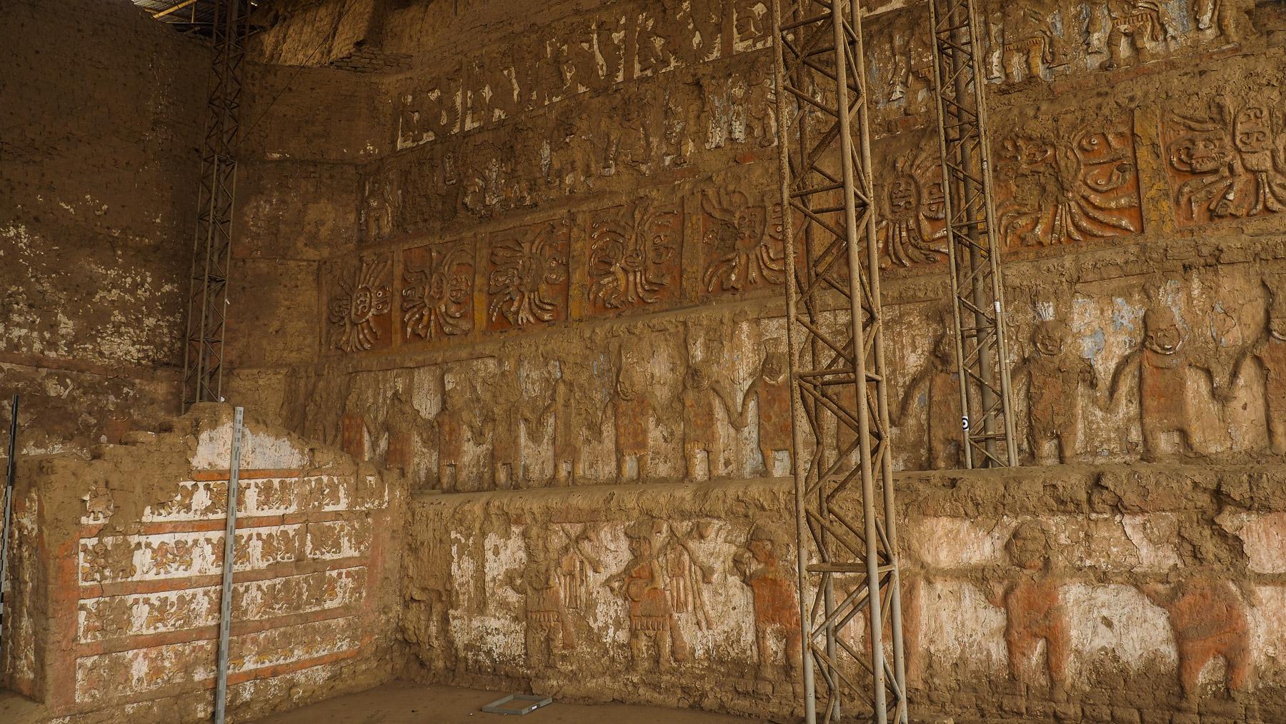 Riesige Ausgrabungen in der Adobe-Pyramiden Huaca del Sol